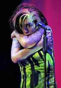 Amy-Winehouse-at-her-last-concert.-600x866