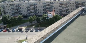 Pavel-Kashin-freerunner-pictured-right-before-a-16-story-fall.